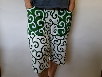 大唐草模様ショートパンツ(生成り緑×緑)の画像