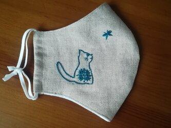 【再販】手刺繍☆きれいな横顔☆リネンの立体マスク(横向き猫と蝶々)の画像