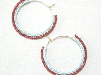 twocolors フープピアス(パールブルー&赤)の画像