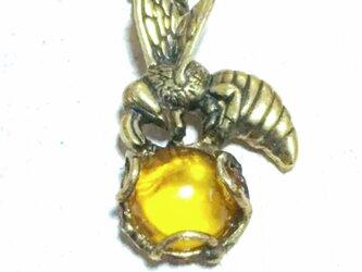 蜂と蜜  (ミツバチのネックレス  真鍮製/とろけるようなアンバー(琥珀)の画像