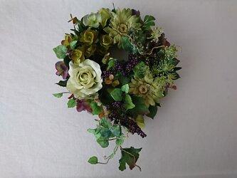 green & purple wreathの画像