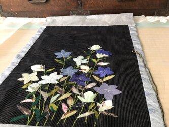 ヴィンテージ着物から布絵 桔梗タペストリーの画像