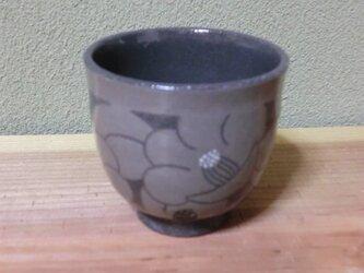 椿のぐい呑み(黒)の画像