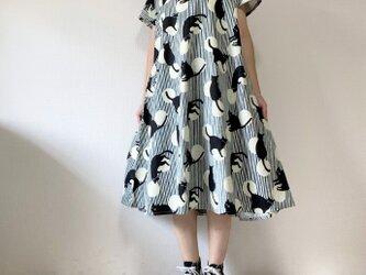 黒猫×ストライプ×水玉模様 シンプルフレアワンピース*半袖*コットン100%の画像