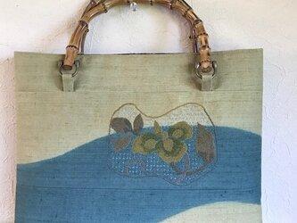 渋い色合いのフレンチナッツ刺繍竹の手提げの画像