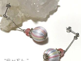 縞模様が可愛い巻き玉×ロンデルとチェリークォーツが輝くピアス ポストタイプの画像