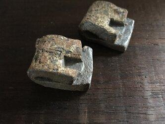 焼締折畳み箸置き(凹みあり)の画像