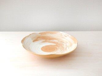 柔らかな土味 刷毛目模様の輪花皿 * 1の画像