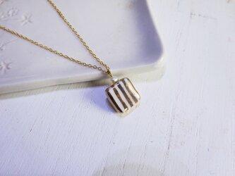 金彩square stripe ネックレス(白)の画像