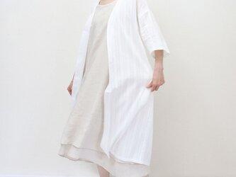 秋の羽織り★軽やかな透け感 ロングカーディガン 七分袖ドロップショルダー ホワイト 刺繍の画像