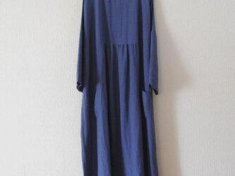 リネンの9分袖ワンピース 青の画像
