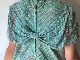 NHK「べっぴんさん」にてももクロ百田さん着用ロングセラー 後ろリボンとバイアス、ハイカラーの手織り綿ワンピース 緑絣の画像