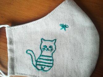 【再販】手刺繍☆きれいな横顔☆リネンの立体マスク(猫と蝶々)の画像