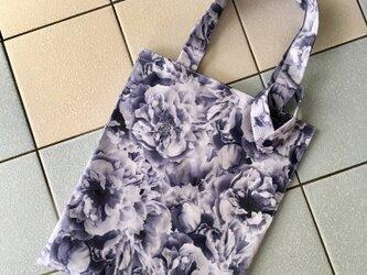 リバティ・紫の薔薇 ラミネート生地のコンビニ弁当にも対応するバッグの画像