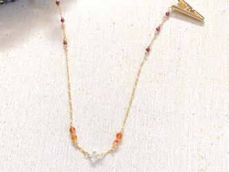 天然石のハットクリップ(カーネリ×ガーネット×水晶)の画像