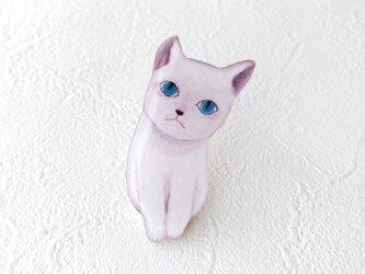 青い目の子猫ブローチの画像