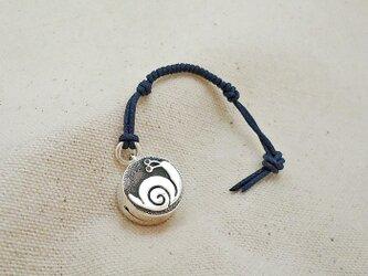 銀製の鈴 『 かたつむりん 』 (シルバー925) 根付・バッグチャームの画像