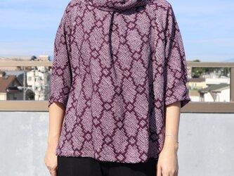 着物リメイク●絞りの羽織から作ったロール襟ブラウス・ハーフスリーブ(紫・M)の画像