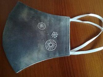 手刺繍☆シュッと小顔☆コットンの立体マスク(丸い花)の画像