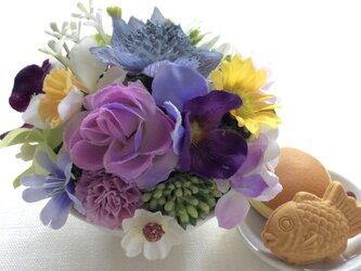 仏花  真珠の涙  福 甘味のお供え付き  (造花、仏花、お供え、お盆、お彼岸、敬老の日)の画像