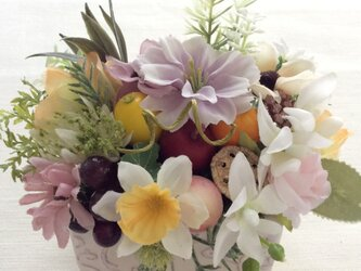 仏花  真珠の涙  福  果物のお供え付き (造花、仏花、お供え、お盆、お彼岸、敬老の日)の画像