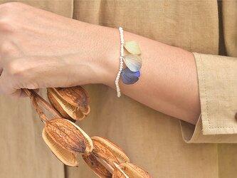 アンティーク紫陽花とシードパールのブレスレット【ニュアンスブルー】の画像