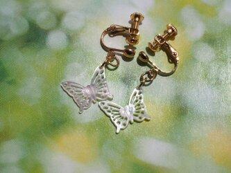 ホワイトシェルのレース「蝶」イヤリング ✨の画像