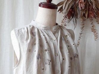【Mサイズ リネン刺繍ノースリーブブラウス】Garden Linen × Flaxの画像