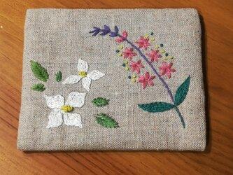 【再販】手刺繍☆ティッシュケース☆リネン(ヤマボウシとミソハギ)の画像