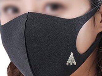 マスクピアス 三角メダル スワロ 金属アレルギー対応済みの画像