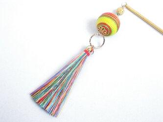 かんざし カラフル虹色の糸巻き玉とタッセルの画像