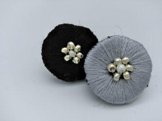 刺繍のおとなお花柄❁ピアス (金属アレルギー対応)の画像
