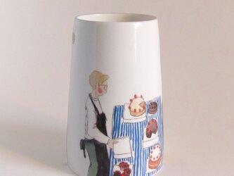 イギリス作家の手描き花瓶「バラ・マーケットのベーカリー」の画像