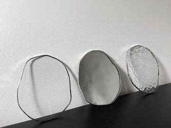 水たまりのような形をした豆皿コースターの画像