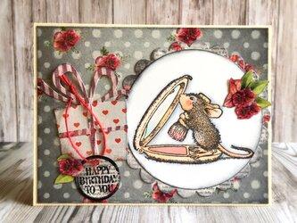 チークが可愛いマウスのバースデイカードの画像