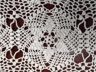 手編みレーステーブルランナーの画像