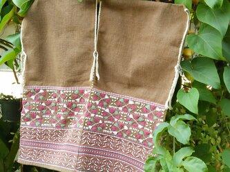 クラシック刺繍トップス / 1点もの / タイの草木染め & 手織り / ブラウンの画像