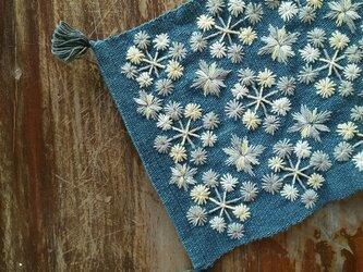 カレン族の手刺繍クロス / 1点もの / インテリア飾り / タイの草木染め & 手織り /藍グレー/ コットンの画像