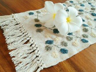 カレン族の手刺繍クロス / 1点もの / インテリア飾り / タイの草木染め & 手織り /生成り/ コットンの画像
