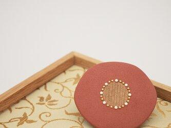 漆塗り花ブローチ「華桃」 秋アクセサリー 冬アクセサリー 和風の画像