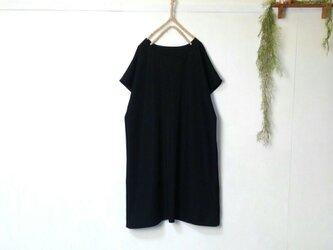 黒のシンプルワンピース ~ フォーマル 膝丈ワンピースの画像