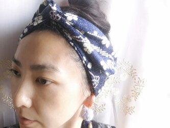 ヴィンテージきもの生地 ヘアアクセサリー ☆紺ベース白花 ワイヤー入りターバン の画像