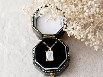 【14kgf】宝石質レインボームーンストーンの一粒ネックレス(レクタングルカット)の画像