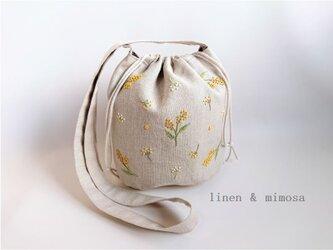 【受注制作】リネン刺繍の巾着斜め掛けショルダーバッグ(ミモザ・ボタニカル)の画像