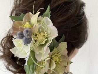 クリスマスローズとベリーのナチュラル髪飾り【造花】成人式にの画像
