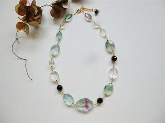 フローライトとオニキス・水晶のネックレスの画像