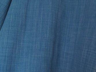 藍染め木綿のゆったりプルオーバー。の画像