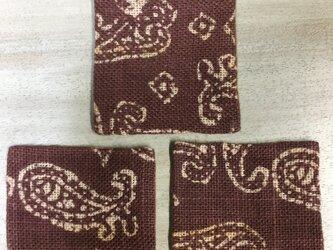 綿と麻の絞り染めのリバーシブルコースター3枚セットの画像