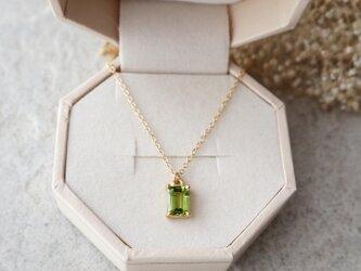 【14kgf】宝石質ペリドットの一粒ネックレス(レクタングルファセットカット)の画像