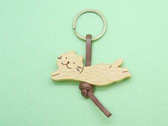 うきうきネコ / 猫 木のキーリングの画像